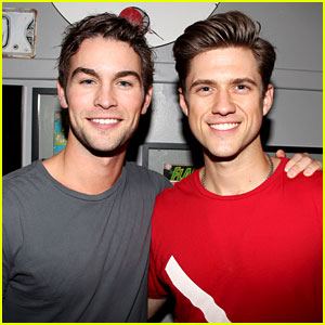 Chace Crawford & Aaron Tveit: Catch Us If You Can!