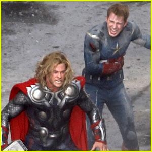 Chris Hemsworth & Chris Evans: 'Avengers' Fight Scene!