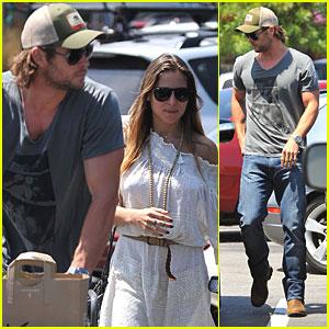 Chris Hemsworth & Elsa Pataky: Grocery Run!