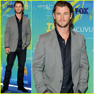 Chris Hemsworth - Teen Choice Awards 2011 Red Carpet