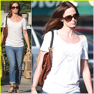 Emily Blunt: Grocery Run at Whole Foods