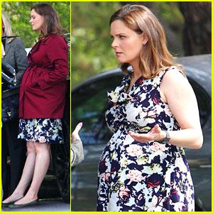 Emily Deschanel: Baby Bump on 'Bones' Set