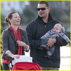 Evangeline Lilly and Norman Kali: Sunday Stroll with their Son!