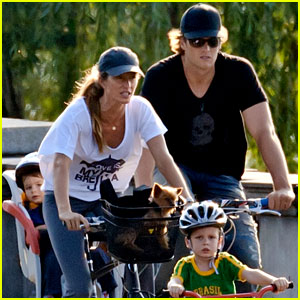 Gisele Bundchen &#038; Tom Brady: Family Fun Day with the Kids!