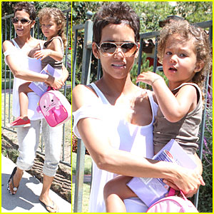Halle Berry & Nahla Create a Craft