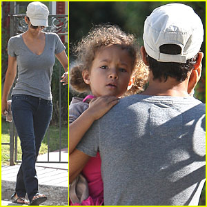 Halle Berry & Nahla: School Run!