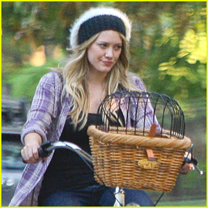 Hilary Duff Rides Her Bike With Mike Hilary Duff Mike Comrie