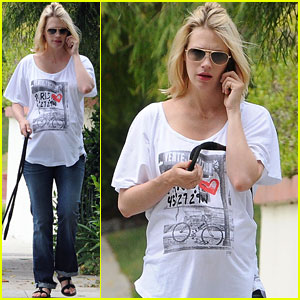 January Jones: Baby Bump Dog Walk!