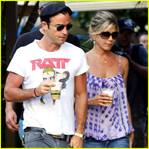 Jennifer Aniston: Barefoot in Hawaii with Justin Theroux!