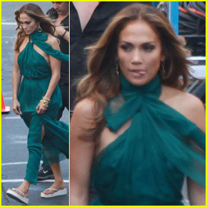 Jennifer Lopez: Green Gown for 'Papi'