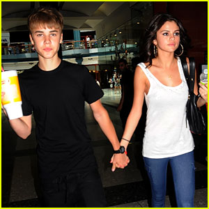 Justin Bieber & Selena Gomez: Holding Hands at the Mall!