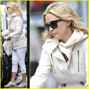 Kate Hudson & Matt Bellamy: Biking in London