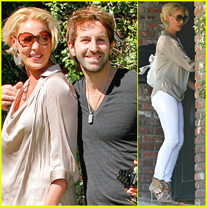 Katherine Heigl & Josh Kelley Say Cheese for Photographers