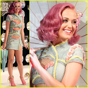 Katy Perry - MTV VMAs 2011 Red Carpet