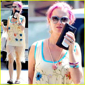 Katy Perry Still Has Pink Hair!