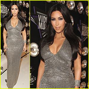 Kim Kardashian - MTV VMAs 2011 Red Carpet