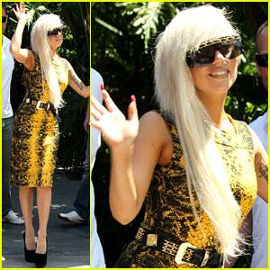 Lady Gaga: Snakeskin Saturday!