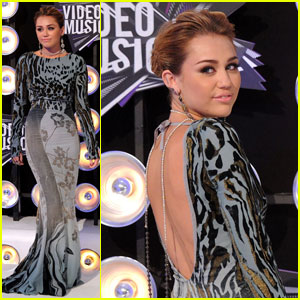 Miley Cyrus - MTV VMAs 2011 Red Carpet