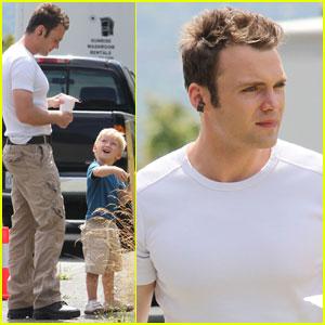 Seth Gabel: 'Fringe' Set with Son Theo!