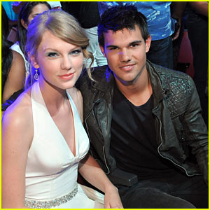 Taylor Swift & Taylor Lautner Reunite at Teen Choice Awards