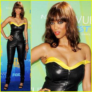 Tyra Banks - Teen Choice Awards 2011 Red Carpet