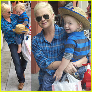 Amy Poehler & Archie: Toy Store Twosome