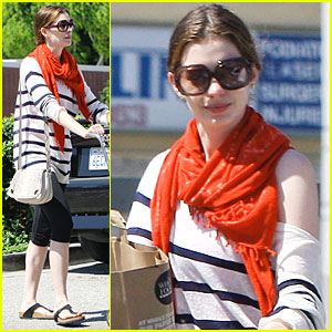 Anne Hathaway: Grocery Girl