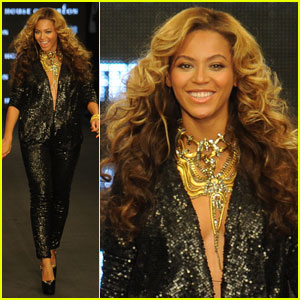 Beyonce: House of Dereon Fashion Show With Mom Tina!