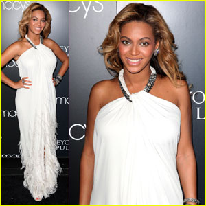 Beyonce Promotes 'Pulse' at Macy's