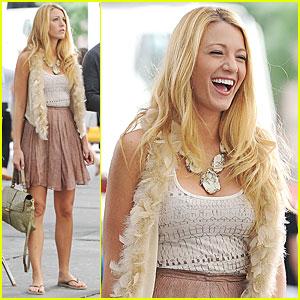 Blake Lively Giggles on 'Gossip Girl' Set