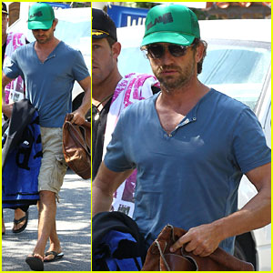 Gerard Butler: Beach Time!