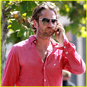 Gerard Butler: Out for Breakfast!