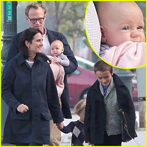 Jennifer Connelly & Paul Bettany: Out with Baby Agnes!