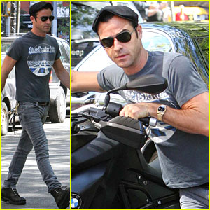 Justin Theroux is 'Very Cute' with Jennifer Aniston!