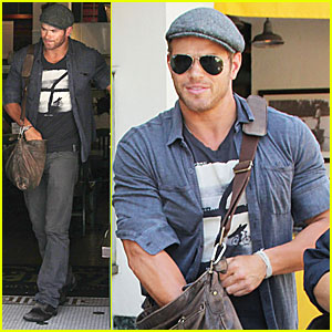 Kellan Lutz: Lunch with a Friend!