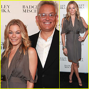 LeAnn Rimes: Front Row at Badgley Mischka Fashion Show!