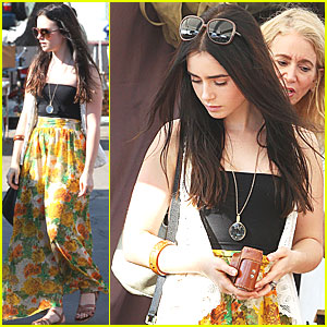 Lily Collins: Flea Market with Mom!
