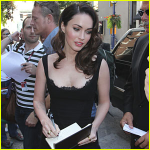 Megan Fox Signs Autographs in Toronto