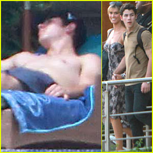 Nick Jonas: Mexico Vacation with Delta Goodrem!