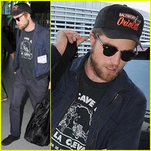 Robert Pattinson Takes Off From Toronto