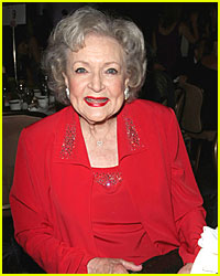 Betty White Jokes 'I'm Running for President!'