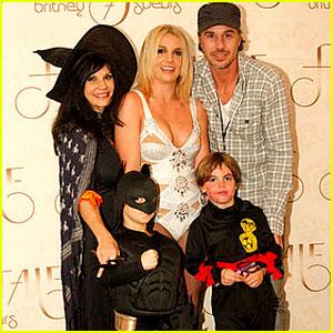Britney Spears & Family: Halloween in London!