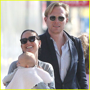 Jennifer Connelly & Paul Bettany Walk With Agnes