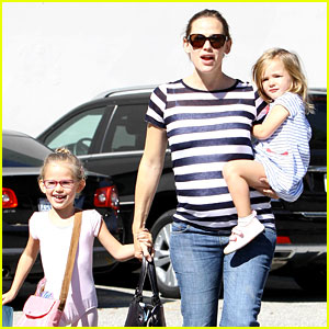 Jennifer Garner: Ballet Class with the Girls!