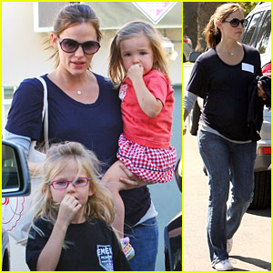 Jennifer Garner: Violet's Karate Class Pick Up