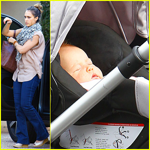 Jessica Alba Running Errands with Baby Haven!