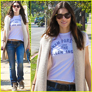 Jessica Biel Takes a Walk with Tina