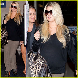 Jessica Simpson: LAX Landing with Mom!