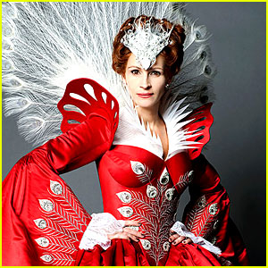Julia Roberts as Snow White's Evil Queen - First Look!