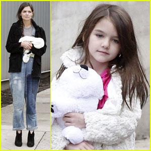 Katie Holmes: Suri Drops Her Ice Cream!